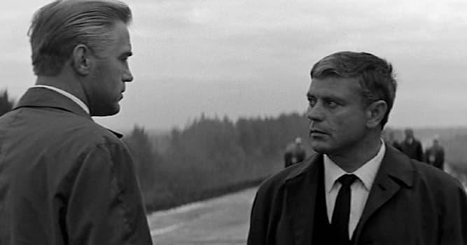 Кино Вопрос: Кто из советстких разведчиков стал прототипом Константина Ладейникова - героя фильма «Мёртвый сезон»?