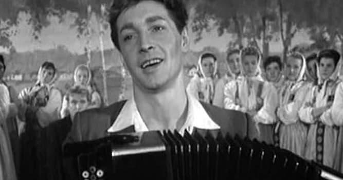 Кино Вопрос: Кто является режиссёром советского фильма «Дело было в Пенькове»?