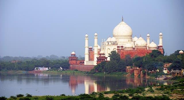 География Вопрос: На берегу какой реки построен Тадж-Махал?