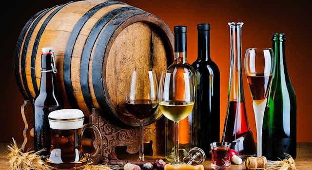 """Общество Вопрос: Название какого алкогольного напитка с голландского языка переводится как """"пережжённое вино""""?"""