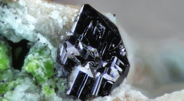 Природа Вопрос: Как называется один из самых редких минералов на земле, который смывается дождем и растворяется в воде?