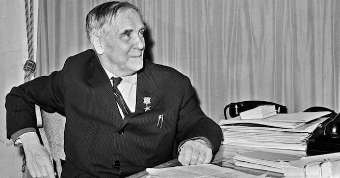 Наука Вопрос: Под началом какого учёного работал Пётр Капица?