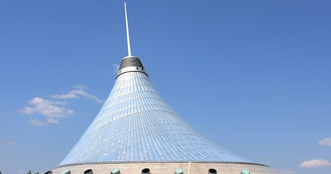 """Общество Вопрос: В чем заключается главная изюминка ТРЦ """"Хан-Шатыра"""", расположенного в столице Казахстана?"""