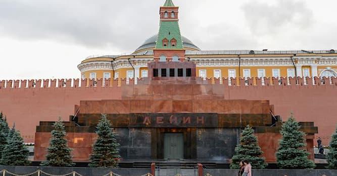 История Вопрос: В какой город России во время Великой Отечественной войны было эвакуировано тело В. И. Ленина?