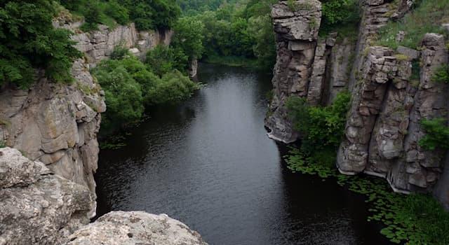 География Вопрос: В какой из стран мира находится этот каньон, изображённый на фото, называемый Актовский?