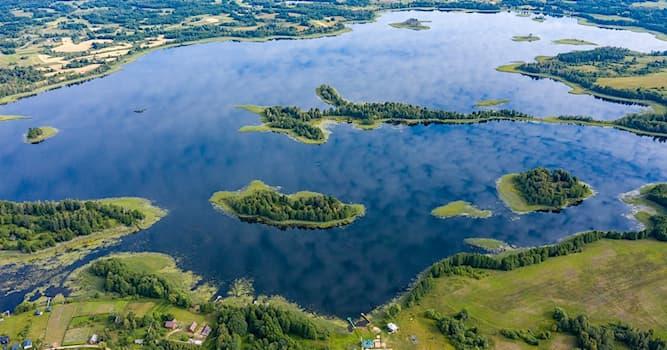 География Вопрос: В какой из стран мира находится этот национальный парк, называемый «Браславские озёра»?