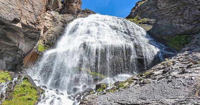 География Вопрос: В какой из стран мира находится этот водопад, называемый Чыранбаши-суу, что означает Девичьи Косы?