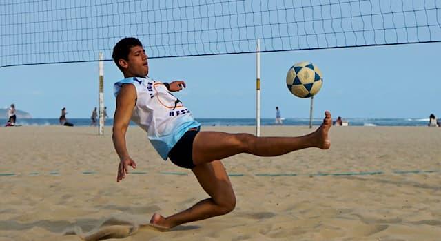 Спорт Вопрос: В какой стране был придуман футволей, сочетающий в себе качества пляжного волейбола и футбола?