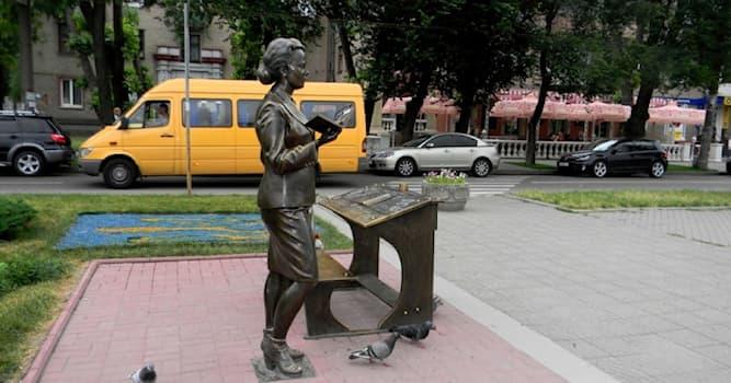"""Общество Вопрос: В каком городе Украины находится памятник учительнице из кинофильма """"Весна на Заречной улице""""?"""
