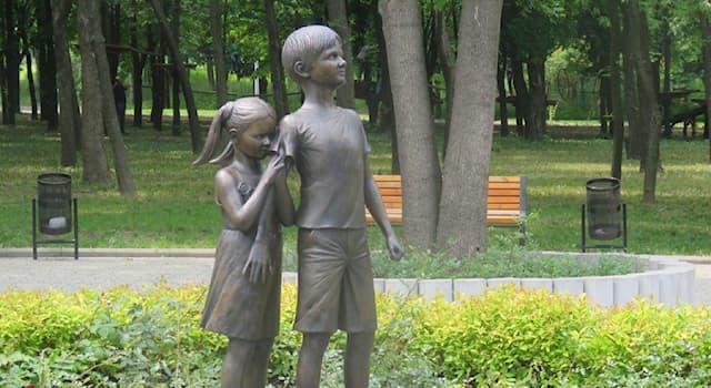 География Вопрос: В каком из городов мира установлен этот памятник Кириллу Сидорюку, который ценою своей жизни спас сестру?
