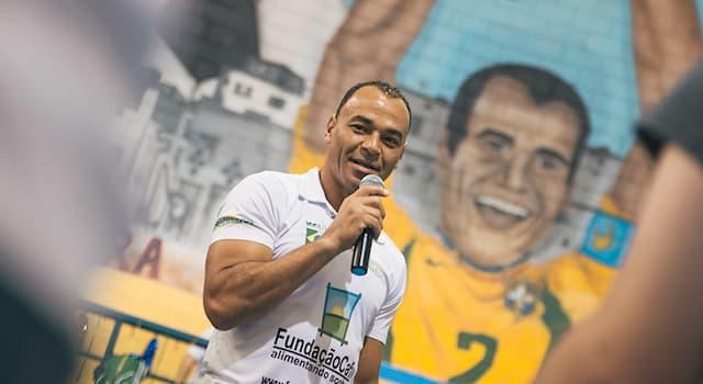 Спорт Вопрос: В каком виде спорта прославился бразильский спортсмен Кафу?