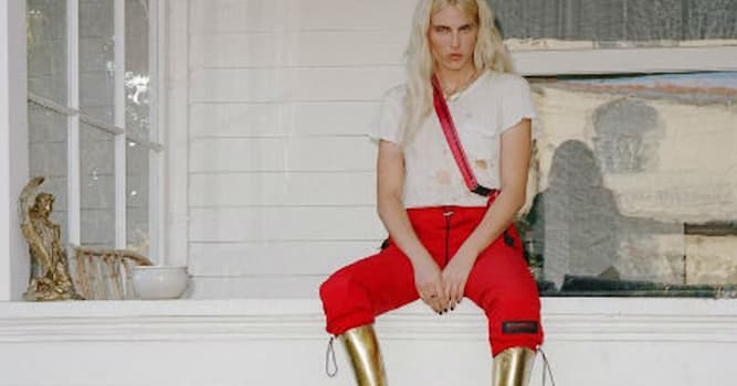 Общество Вопрос: Вследствие чего известная американская топ-модель Лорен Вассер лишилась обеих ног?