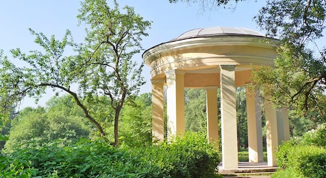 """Society Trivia Question: What is a """"rotunda""""?"""