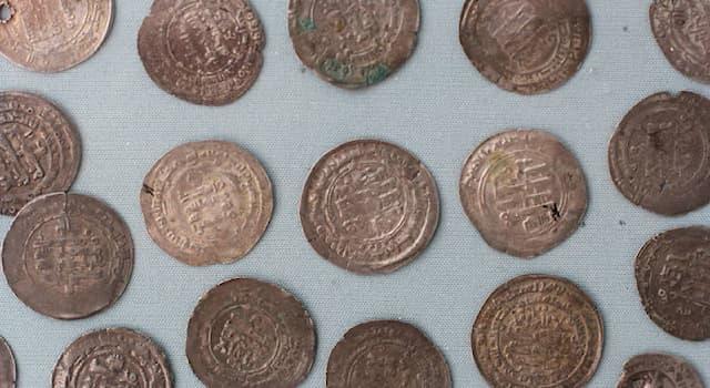 История Вопрос: Где был учреждён первый монетный двор?