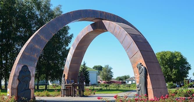 История Вопрос: Где находится этот мемориал, называемый «Перекрёсток памяти», посвящённый погибшим на полях сражений?