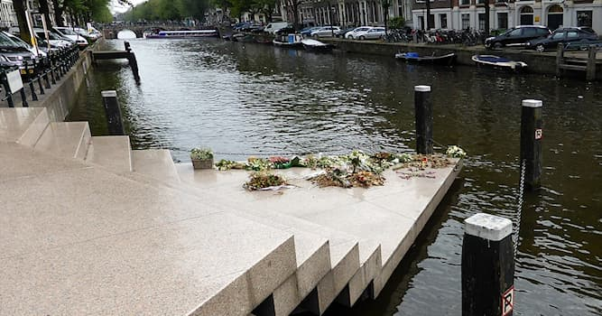 Культура Вопрос: Где находится мемориал в память обо всех людях нетрадиционной ориентации, которые подверглись угнетению?