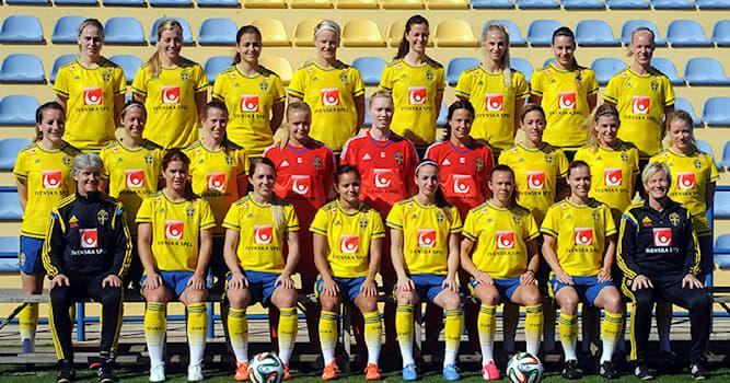 Спорт Вопрос: Как называется международный турнир, разыгрываемый национальными женскими командами по футболу?
