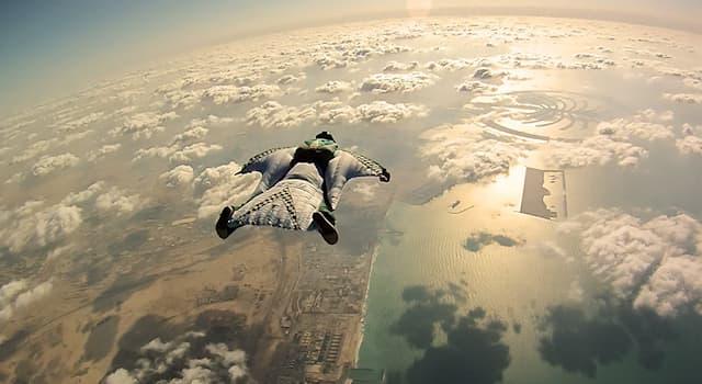 Спорт Вопрос: Как называется специальный костюм-крыло, который используется для занятий экстремальным воздушным спортом?