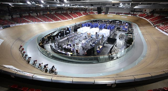Спорт Вопрос: Как называется замкнутое овальное кольцо для тренировок и соревнований по велосипедному спорту?