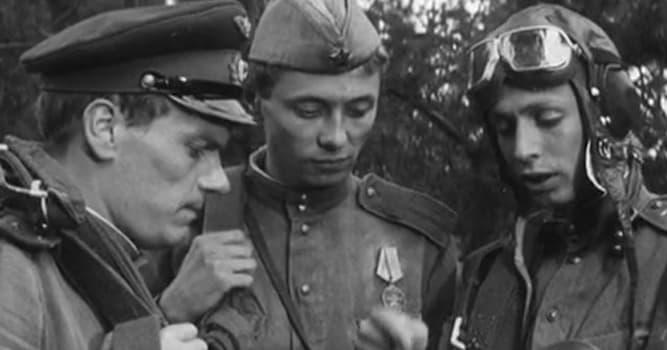 Кино Вопрос: Как назывался напиток из малинового сиропа и антифриза в фильме «Хроника пикирующего бомбардировщика»?