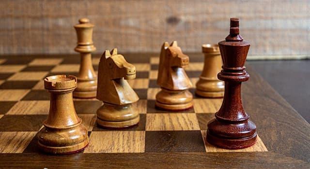Спорт Вопрос: Какая фигура в шахматах стилизуется под крепостную башню?
