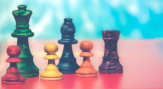 """Спорт Вопрос: Какие фигуры в шахматах называются """"тяжелыми""""?"""