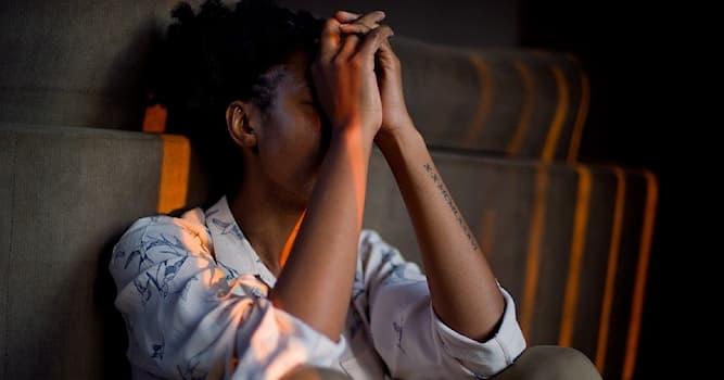 Общество Вопрос: Каким термином обозначаются все действия человека для борьбы со стрессом?