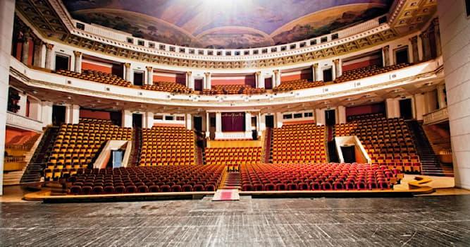 Культура Вопрос: Какой московский драматический театр обладает самой большой сценой не только в Москве, но и в Европе?