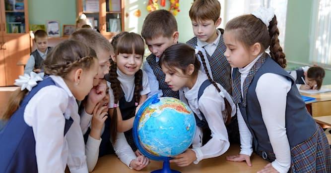 История Вопрос: Какой правитель ввёл обязательное начальное образование в России?
