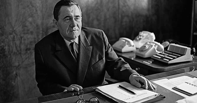 История Вопрос: Какой советский дипломат и государственный деятель, министр иностранных дел изображён на фото?