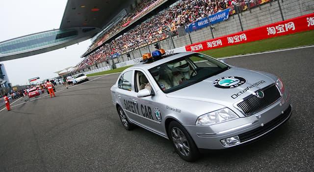 Спорт Вопрос: Какой специальный автомобиль используется при возникновении опасных ситуаций на трассе во время гонок?