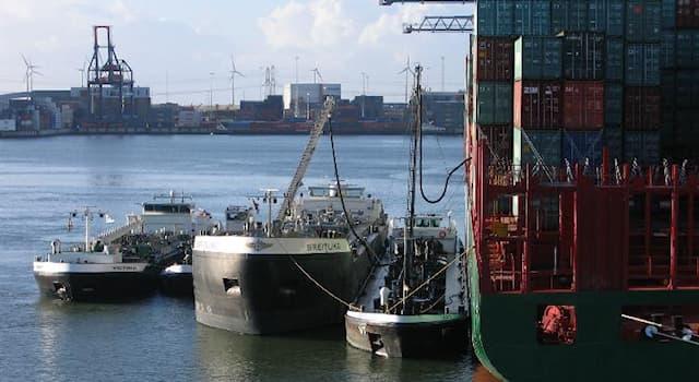 История Вопрос: Когда впервые появились нефтеналивные пароходы-танкеры?
