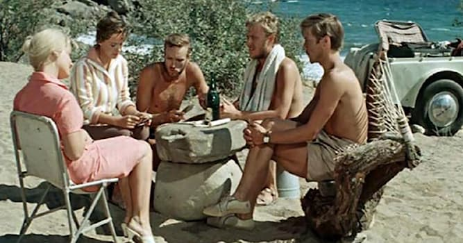 Кино Вопрос: Кто является режиссёром советского фильма «Три плюс два»?