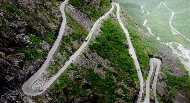 География Вопрос: Лестница троллей — это одно из самых популярных и посещаемых туристических мест в какой стране?