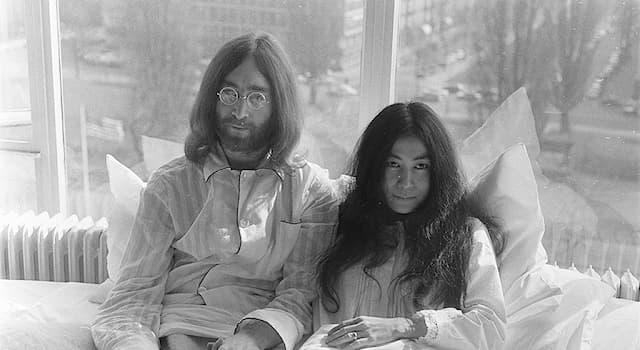 Общество Вопрос: На ком в 1969 году женился участник группы The Beatles Джон Леннон?