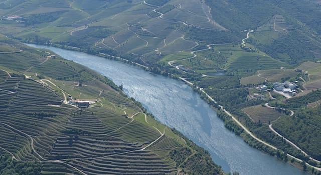 География Вопрос: На территории каких стран протекает река Дуэро?