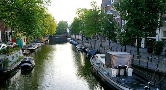 География Вопрос: На территории какой страны протекает река Амстел?