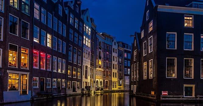 Общество Вопрос: По какому случаю в Нидерландах каждый год предусматривается один свободный день в графиках отпусков?