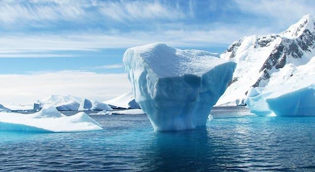 Наука Вопрос: При какой температуре начинает замерзать морская солёная вода?