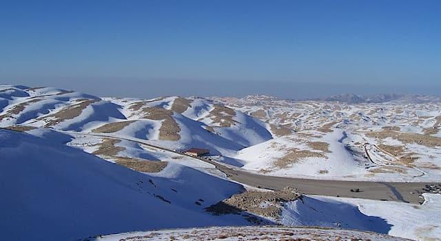 География Вопрос: В какой стране находится горнолыжный курорт Мзаар Кфардебиан?