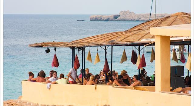Общество Вопрос: В какой стране пляжные кафе называются чирингито?