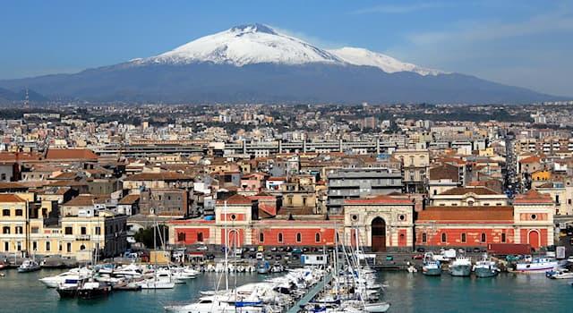География Вопрос: В какой стране расположен город-порт Катания?