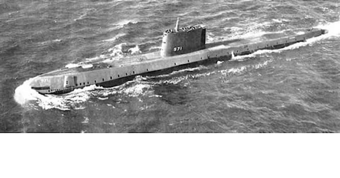 История Вопрос: В каком году была построена первая в мире атомная подводная лодка?