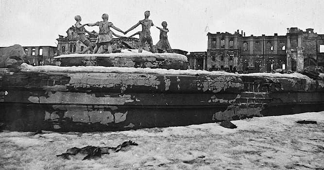 История Вопрос: В каком году окончилась Сталинградская битва?