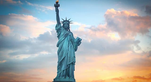 Культура Вопрос: В каком городе находится эта статуя?
