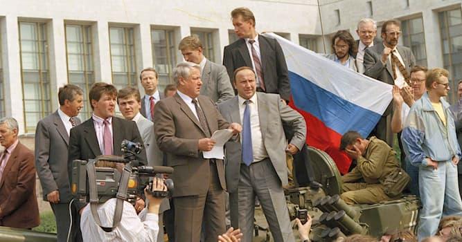 """Общество Вопрос: В каком месяце произошли события в Советском Союзе, известные как """"Путч 1991""""?"""