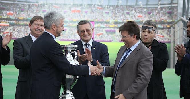 Спорт Вопрос: В соревнованиях по какому виду спорта победителям вручается кубок Анри Делоне?