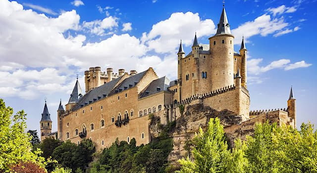 History Trivia Question: Where in Spain is the Alcázar shown in the picture?