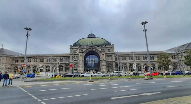 Culture Trivia Question: What is this magnificent structure situated in a German city?