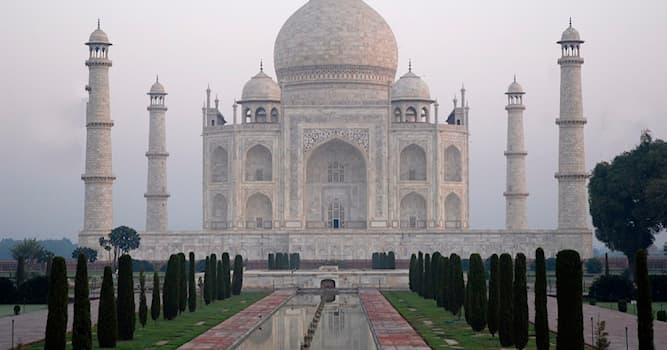 History Trivia Question: Who is buried in the Taj Mahal?